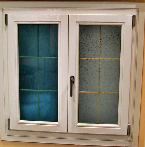 Finestra laccata e vetri speciali ap infissi - Vetri doppi per finestre ...